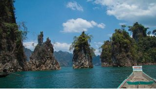 Longtail boat tour in Khao Sok rainforest